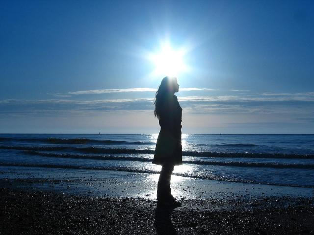سأكتفى بك حلما يسكن كل وجدانى -the-sea-preview