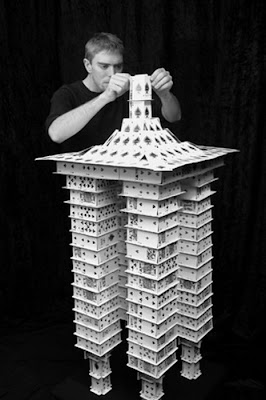 சீட்டுக்கட்டினால் செய்யப்பட்ட அழகிய வேலைப்பாடுகள்  Playing-card-sculptures-03