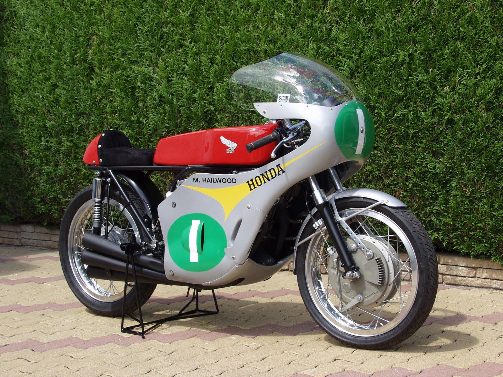 Réplique de Honda RC 166 P1030058