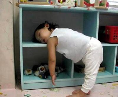 Se cuvstvuvam .....kako na slikata Funny-sleep-positon-01
