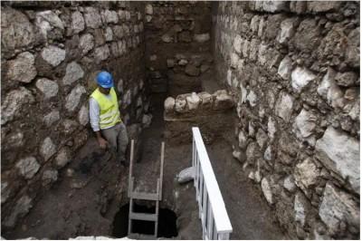 Arqueólogos encontram rua de 1.500 anos em Jerusalém Rua_em_jerusalem