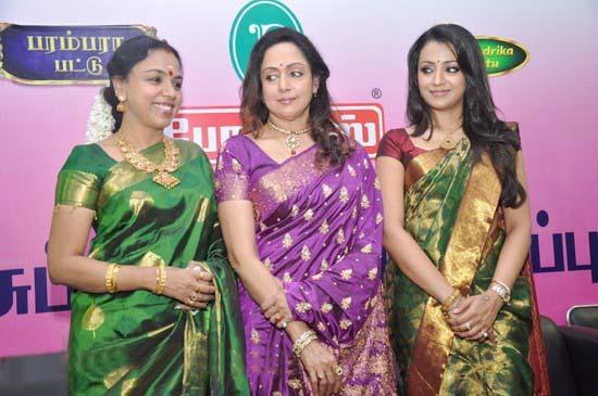 Trisha Krishnan - Stránka 3 Trisha%2Bin%2Bsaree%2Bat%2BPothys%2BSilk%2BSaree%2BExpo%2B%25285%2529