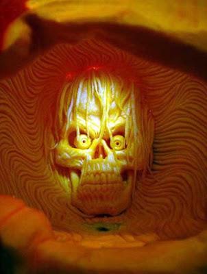பூசணியில் செதுக்கப்பட்ட வியக்கத்தக்க உருவங்கள்  Pumpkin-carvings-12