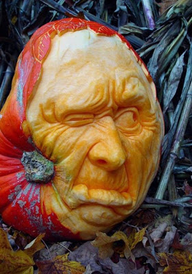 பூசணியில் செதுக்கப்பட்ட வியக்கத்தக்க உருவங்கள்  Pumpkin-carvings-05