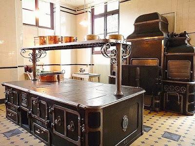 பழமை மாறாத கணப்படுப்புகள் {Antique Stove} Antique-stoves-08