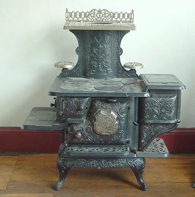பழமை மாறாத கணப்படுப்புகள் {Antique Stove} Antique-stoves-06