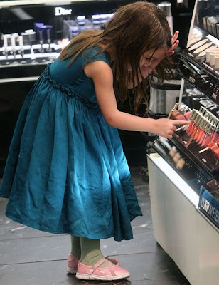 Suri Cruise (What a gorgeous child)!! Suri-cruise-sephora-lipstick