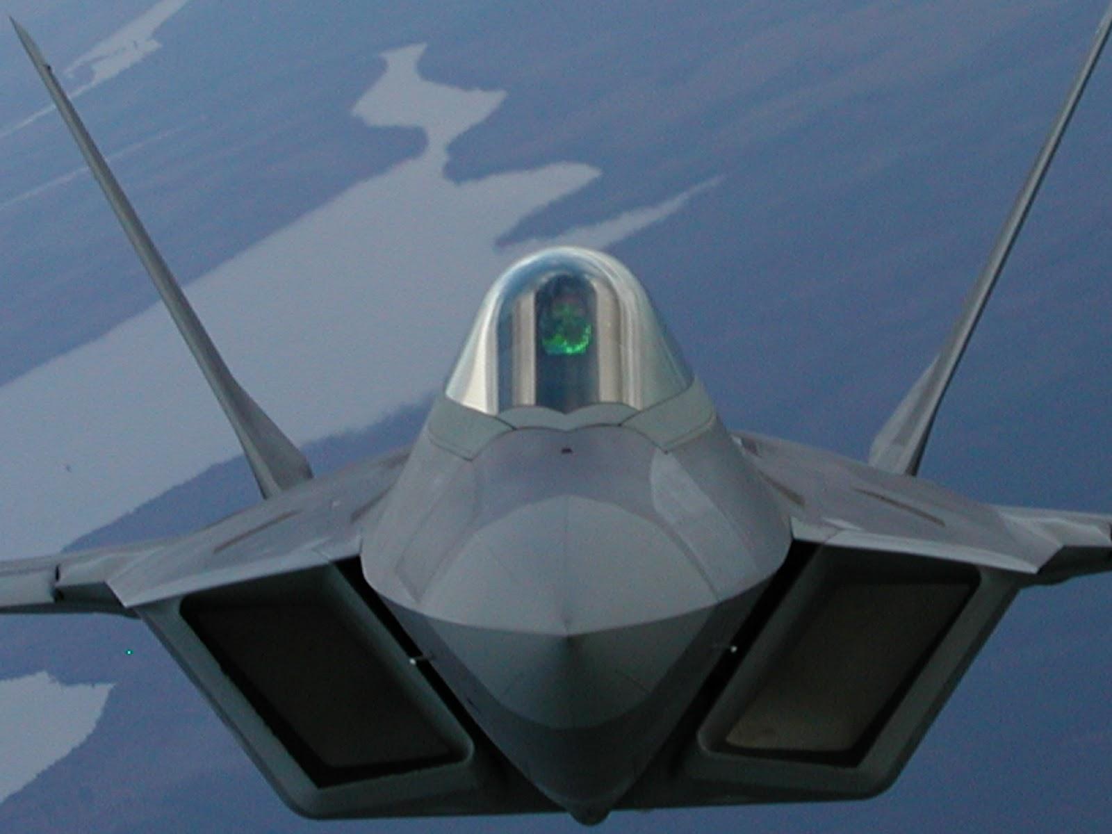 تجميع آخر مقاتلة F-22 Raptors  AFD-100409-036