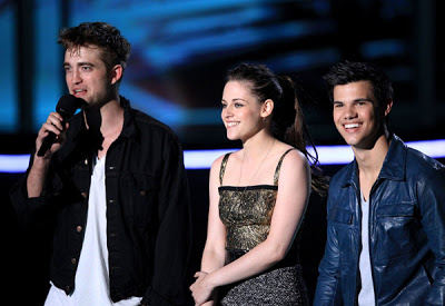 MTV  Movie Awards 2010 - Página 7 Pattinsonlife-mma127