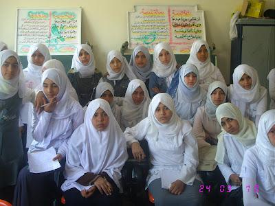 ندوة بالمدرسة قامت بها جمعية الامل للرعاية24/3/2010م IMG_2917