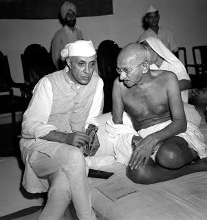 இளைஞர்களின் நிலை ! பரபரப்பு ஆய்வு Gandhi_and_Nehru_1942