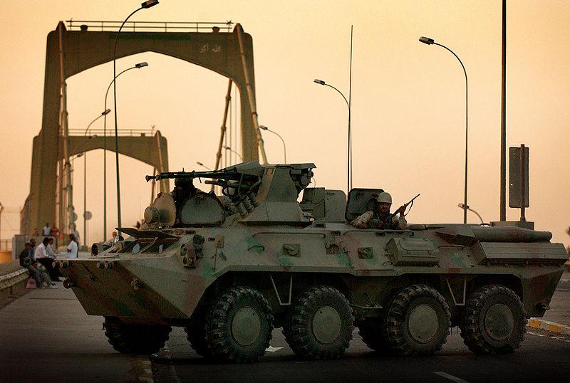 اكبر و اوثق موسوعة للجيش العراقي على الانترنت 800px-Iraqi_BTR-80A_APC.JPEG