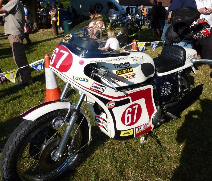 Triumph de course of course ! Cassy5