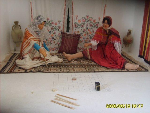 عادات تونس التقليدية من متحف جربة Jeu-dame