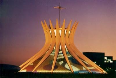 Igrejas pelo mundo Catedral_de_Brasilia_de_noite