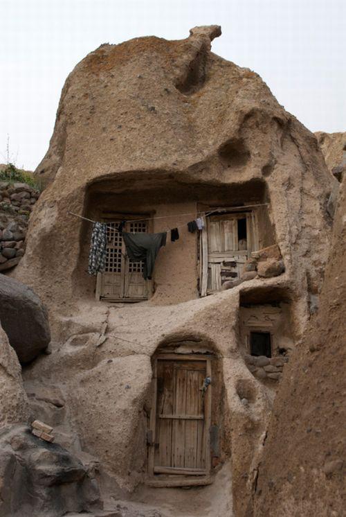 بيوت منحوته في الجبال Village%20in%20Afghanistan%2001