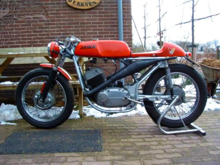 JAWA 2 temps - Page 2 Jawa_2-stroke_cafe-racer_mulliganmachine