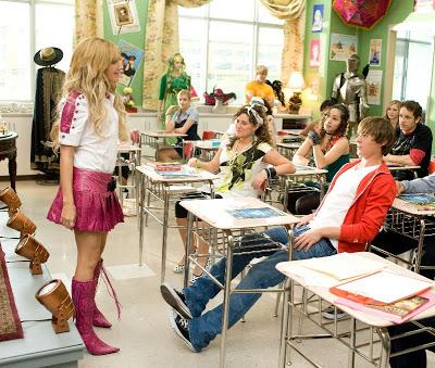 High School Musical 3 : Nos Années Lycée [Disney - 2008] - Page 10 02
