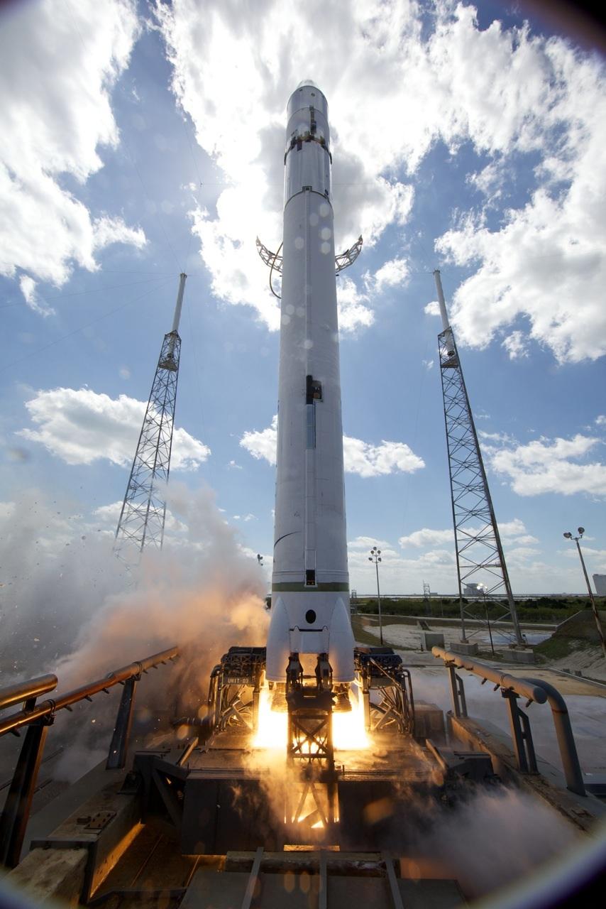 Lancement Falcon 9 (04/06/2010) - Page 6 F9StaticFire2-1