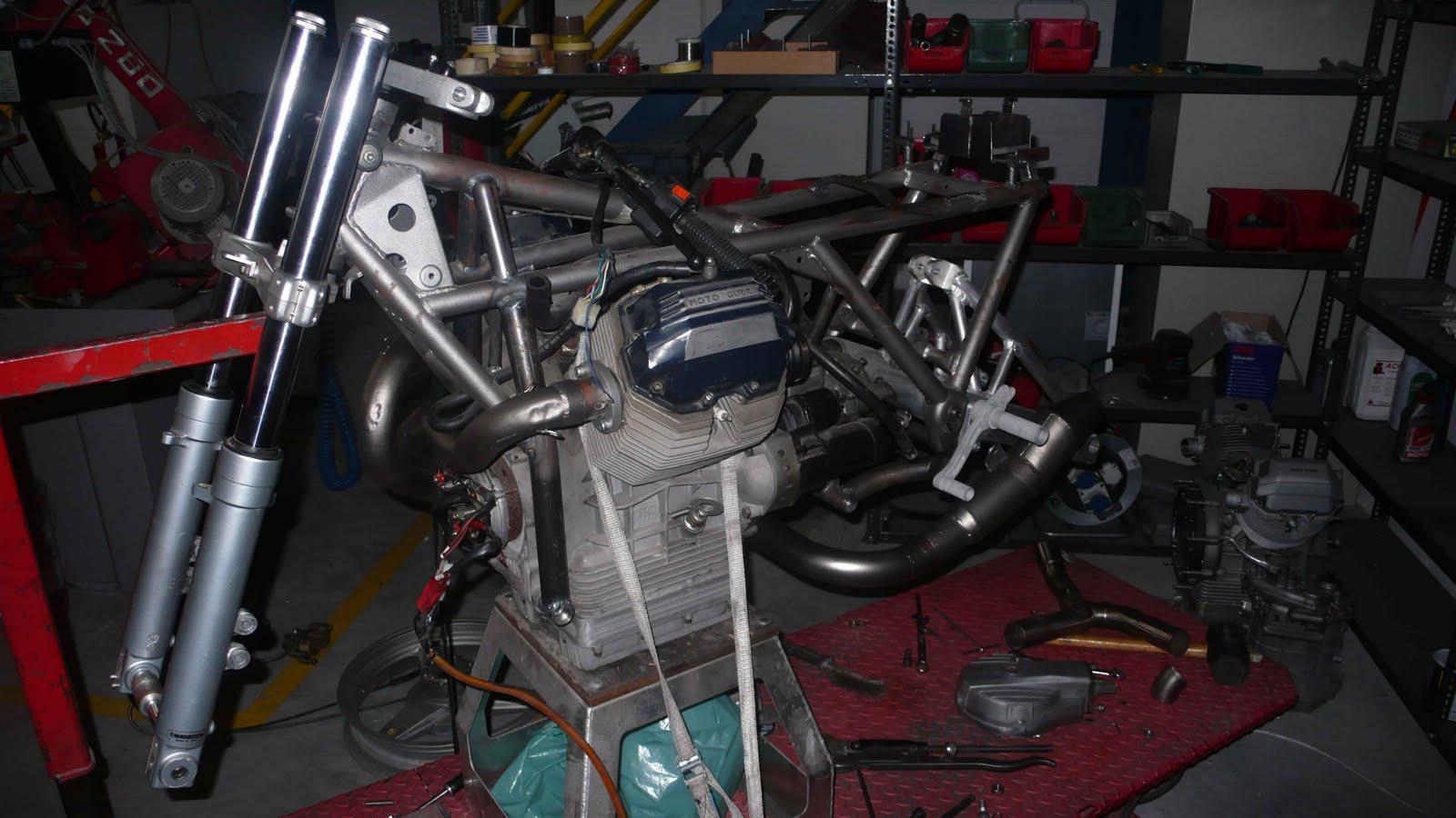 Guzzi SP-R1000de Ram77 (sujet déplacé de Guzzi l'essentiel) Guzzi-2V-endurance-%231