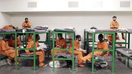 """Không chỉ đi tù, tội phạm hiếp dâm trẻ em còn bị bạn tù dùng những """"nhục hình"""" kinh khủng thế này 2_79065"""
