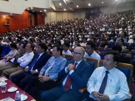 Đại học Duy Tân đón sinh viên khóa 22 niên học 2016-2017 3_114707