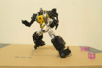 [Fanstoys] Produit Tiers - Jouet FT-12 Grenadier / FT-13 Mercenary / FT-14 Forager - aka Insecticons - Page 2 8kXhuROi