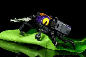 [Fanstoys] Produit Tiers - Jouet FT-12 Grenadier / FT-13 Mercenary / FT-14 Forager - aka Insecticons - Page 2 Im7uYoQ1