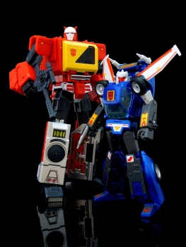 [KFC Toys] Produit Tiers - Jouet Transistor (aka Blaster/Tempo) + DoubleDeck (Twincast) + Fader (aka Eject/Éjecteur) + Rover (aka Autoscout) - Page 2 NtLkGfUQ