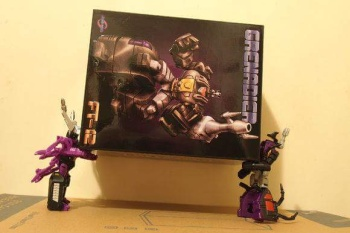 [Fanstoys] Produit Tiers - Jouet FT-12 Grenadier / FT-13 Mercenary / FT-14 Forager - aka Insecticons - Page 2 PZCyaXus