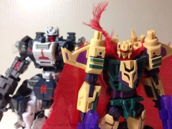 [FansProject] Produit Tiers - Jouet Saurus Ryu-oh aka Dinoking (Victory) | Monstructor (USA) - Page 2 VQNcNsrl