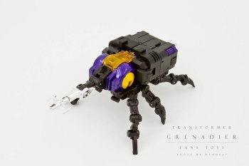 [Fanstoys] Produit Tiers - Jouet FT-12 Grenadier / FT-13 Mercenary / FT-14 Forager - aka Insecticons - Page 2 AoZQjNsC