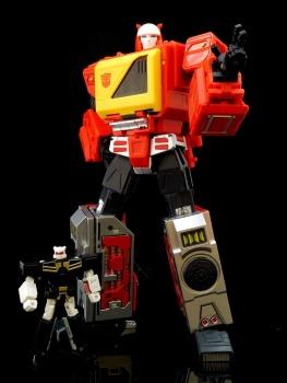 [KFC Toys] Produit Tiers - Jouet Transistor (aka Blaster/Tempo) + DoubleDeck (Twincast) + Fader (aka Eject/Éjecteur) + Rover (aka Autoscout) - Page 2 DrF6FYi9