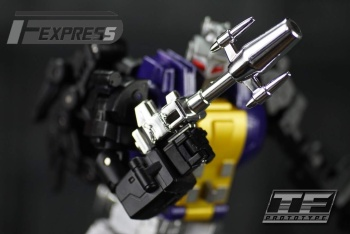 [Fanstoys] Produit Tiers - Jouet FT-12 Grenadier / FT-13 Mercenary / FT-14 Forager - aka Insecticons - Page 2 HWjqRjPI