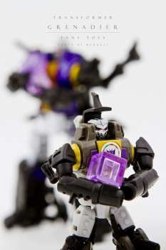 [Fanstoys] Produit Tiers - Jouet FT-12 Grenadier / FT-13 Mercenary / FT-14 Forager - aka Insecticons - Page 2 LSTj0C8r