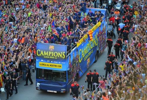 صور اضافية احتفال لاعبي برشلونة باللقب روعة  Tumblr_ll5bfp2dBE1qdxgrdo1_500