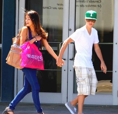 Justin Bieber and Selena Gomez Tumblr_lm9d1oaizK1qh5lbeo1_500