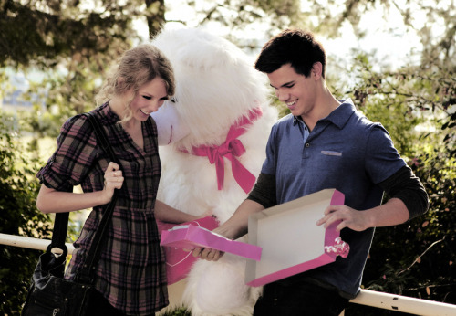 Taylor Swift and Taylor Lautner. - Page 2 Tumblr_lo03p6k3jm1qmrr9lo1_500