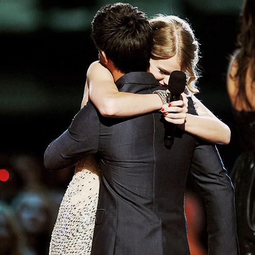 Taylor Swift and Taylor Lautner. Tumblr_lo2bkscgzu1qmvomgo1_500