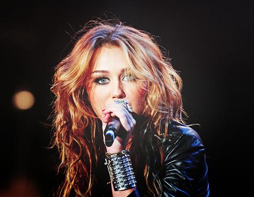 Miley Cyrus [2] - Page 3 Tumblr_loi3mn1SAM1qmzirwo1_500
