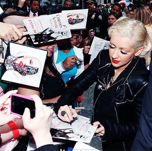 ¿Habías visto esta foto de Christina? - Página 25 Tumblr_lon8n84zPn1qdf8w1o1_500