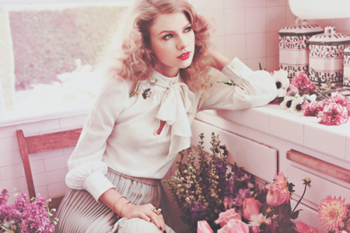 Taylor Swift - Page 6 Tumblr_lpea52D6ht1r0hyeno1_500