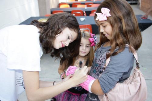 Selena Gomez[2] - Page 3 Tumblr_lphnntMYsW1qh73n6o1_500