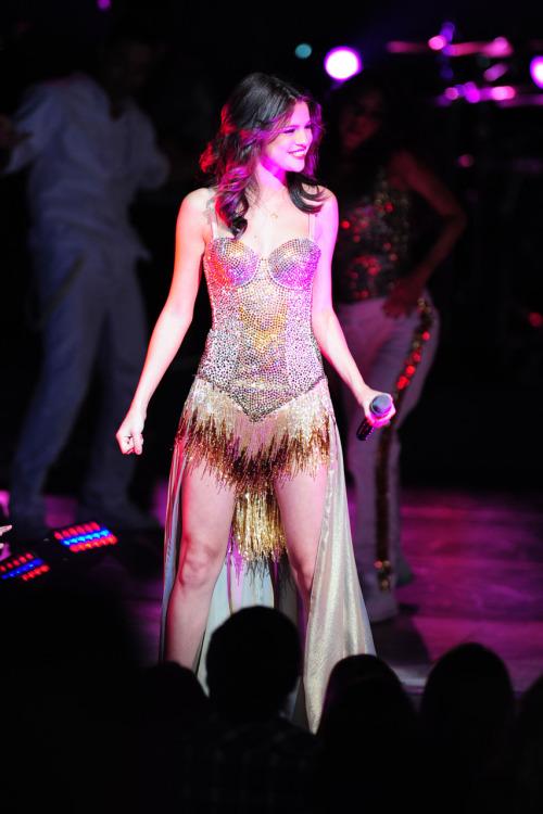 Selena Gomez - Page 40 Tumblr_lplk4sCpzw1qa6i1co1_500
