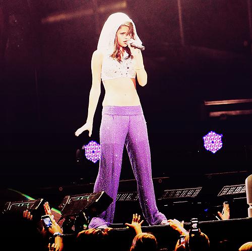 Selena Gomez[2] - Page 3 Tumblr_lpwjakkr7a1qd247go1_500
