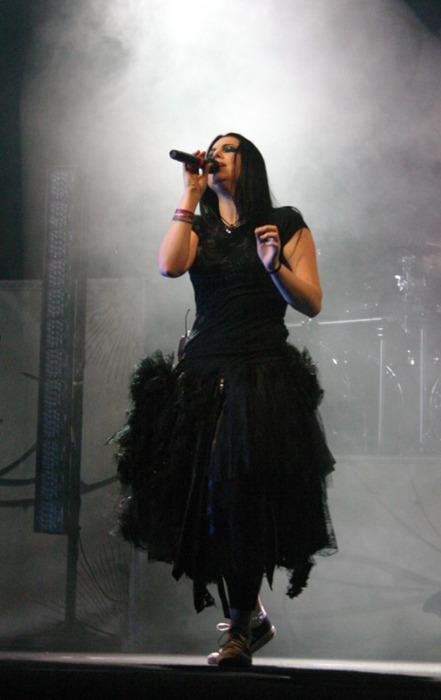 Evanescence - Page 2 Tumblr_lvpa6yoBRT1r3wh8ko1_500
