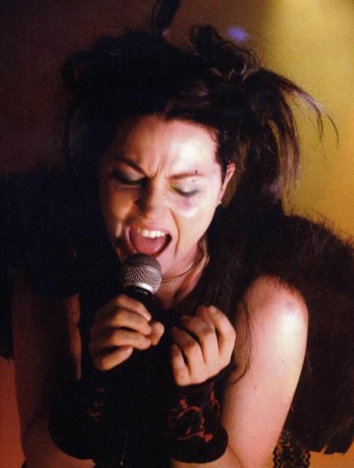 Evanescence - Page 2 Tumblr_lvquo1dEt61r7dq7po1_r1_500