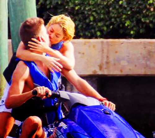 Shakira and Pique. Tumblr_lxdqthgwsf1r31a2qo1_500
