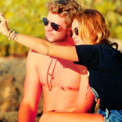 Miley Cyrus and Liam Hemsworth. - Page 4 Tumblr_ly444mhSdH1r31a2qo2_250