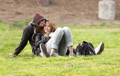 Miley Cyrus and Liam Hemsworth. - Page 6 Tumblr_m1rhuyaq3Z1qim17wo1_400